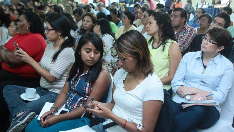 """Presentación del informe """"Uniones tempranas, embarazos y vulneración de derechos en las adolescentes"""". (Foto Prensa Libre: Álvaro Interiano)"""