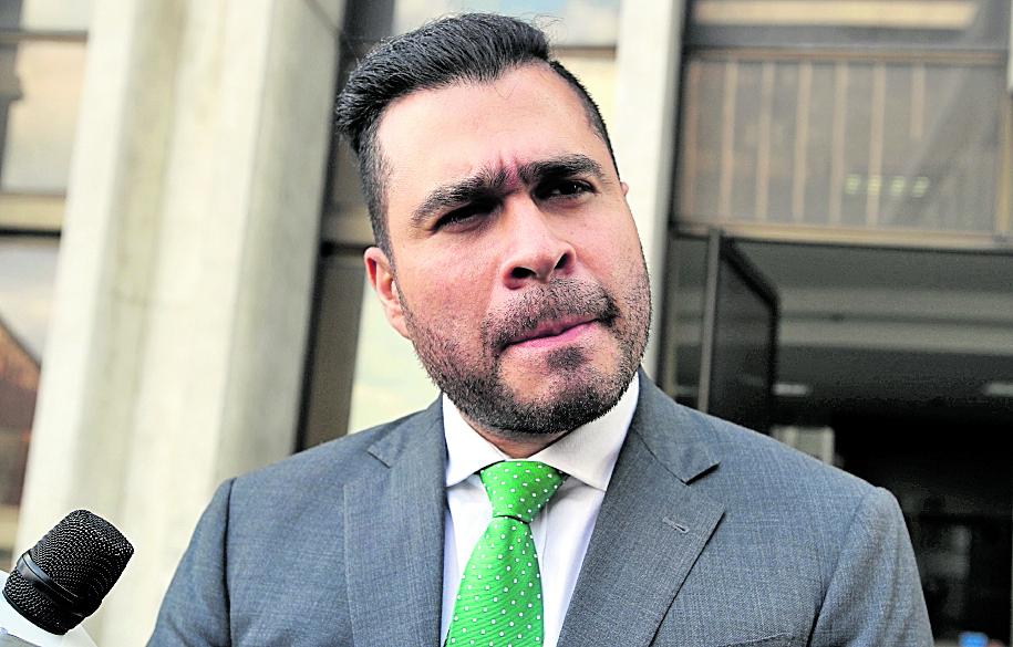 En 2018 el alcalde de Mixco Neto Bran, llegó a la torre de tribunales a presentar pruebas de descargo por un antejuicio en su contra. (Foto Prensa Libre: Hemeroteca PL)