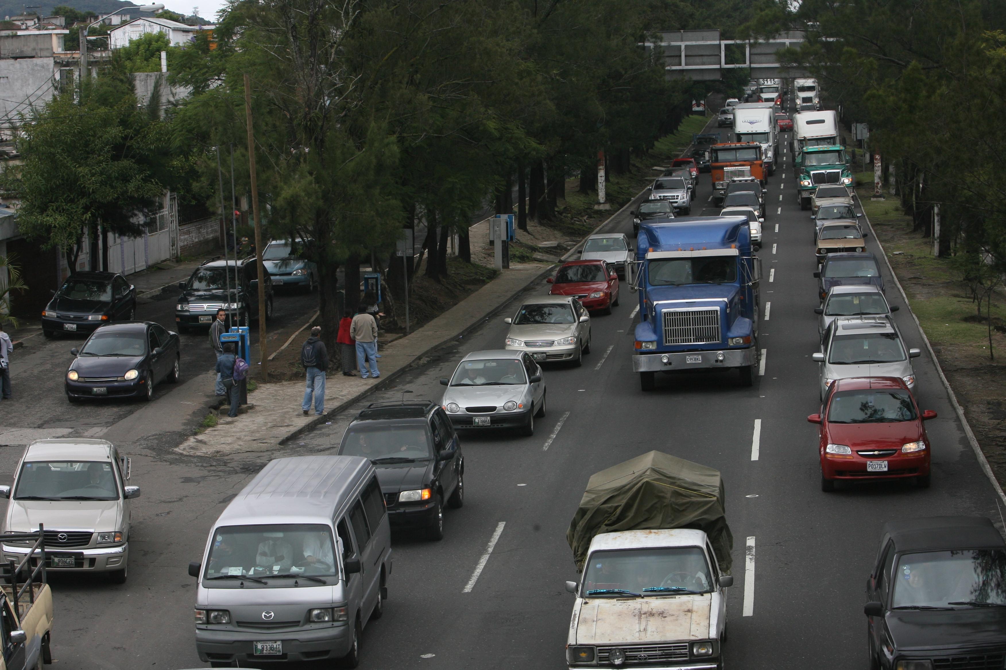 Trafico vehicular, en el anillo periferico, en donde circulará la Línea 7 del Transmetro.(Foto Prensa Libre: Hemeroteca PL)