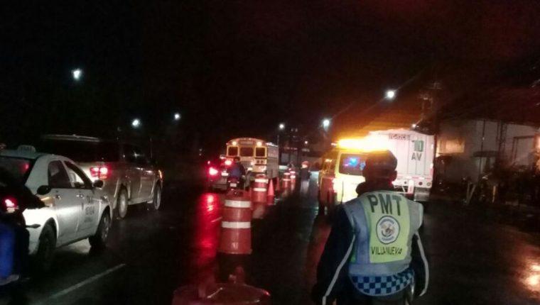 El paso en la 52 calles de la Aguilar Batres es lento por la muerte de un hombre. (Foto Prensa Libre: Dalia Santos)