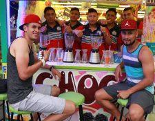 Othoniel Arce —izquierda—, acompañado por Jonathan Posas en Mazatenango. (Foto Prensa Libre: Cristian Soto)