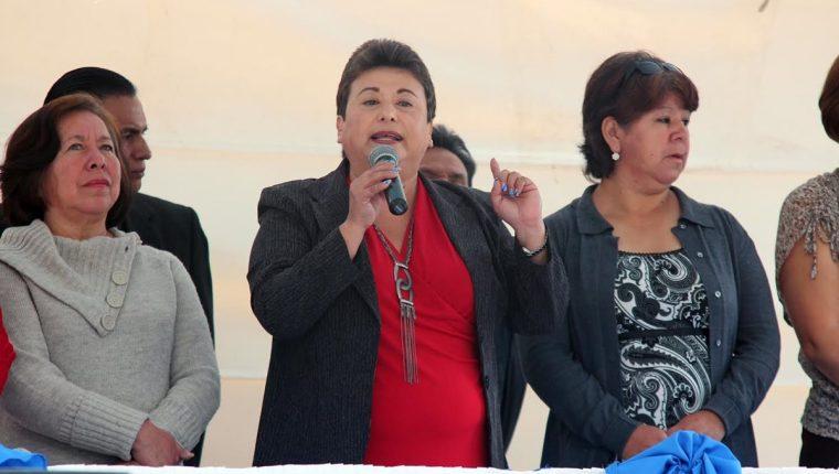 María Paz –al centro– fungía como directora del Cunoc de Quetzaltenango. (Foto Prensa Libre: Carlos Ventura)