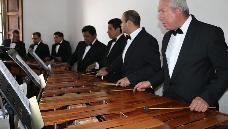 La Marimba de Concierto del Palacio Nacional de la Cultura se presentó en Antigua Guatemala y ejecutó melodías rusas. (Foto Prensa Libre: Renato Melgar)