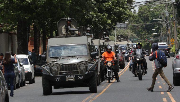 El gobierno y las dependencias correspondientes deben explicar las razones del desmedido contingente que desplegaron, dice el procurador. (Foto Prensa Libre: Estuardo Paredes)