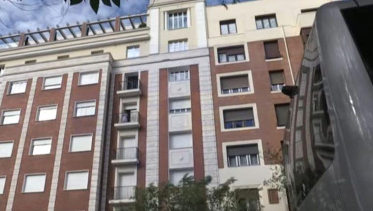 La tragedia ocurrió en el noveno nivel del edificio ubicado en calle Hermanos Bécquer, Madrid. (Foto Prensa Libre: EFE)