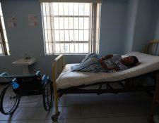 En el Hospital Roosevelt hay siete pacientes cuyos familiares no han llegado a reclamarlos, por esa razón desde hace varios meses permanecen internados. (Foto Prensa Libre: Carlos Hernández)