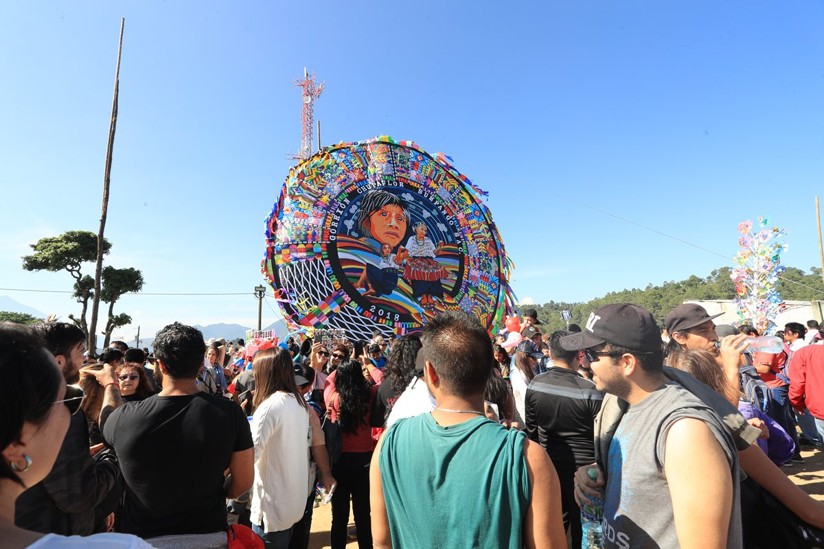 Con exhibición de barriletes gigantes diversifican oferta turística en Atitlán