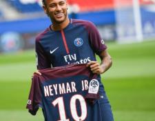 Neymar aseguró que su decisión se basó en los retos y no en el dinero.