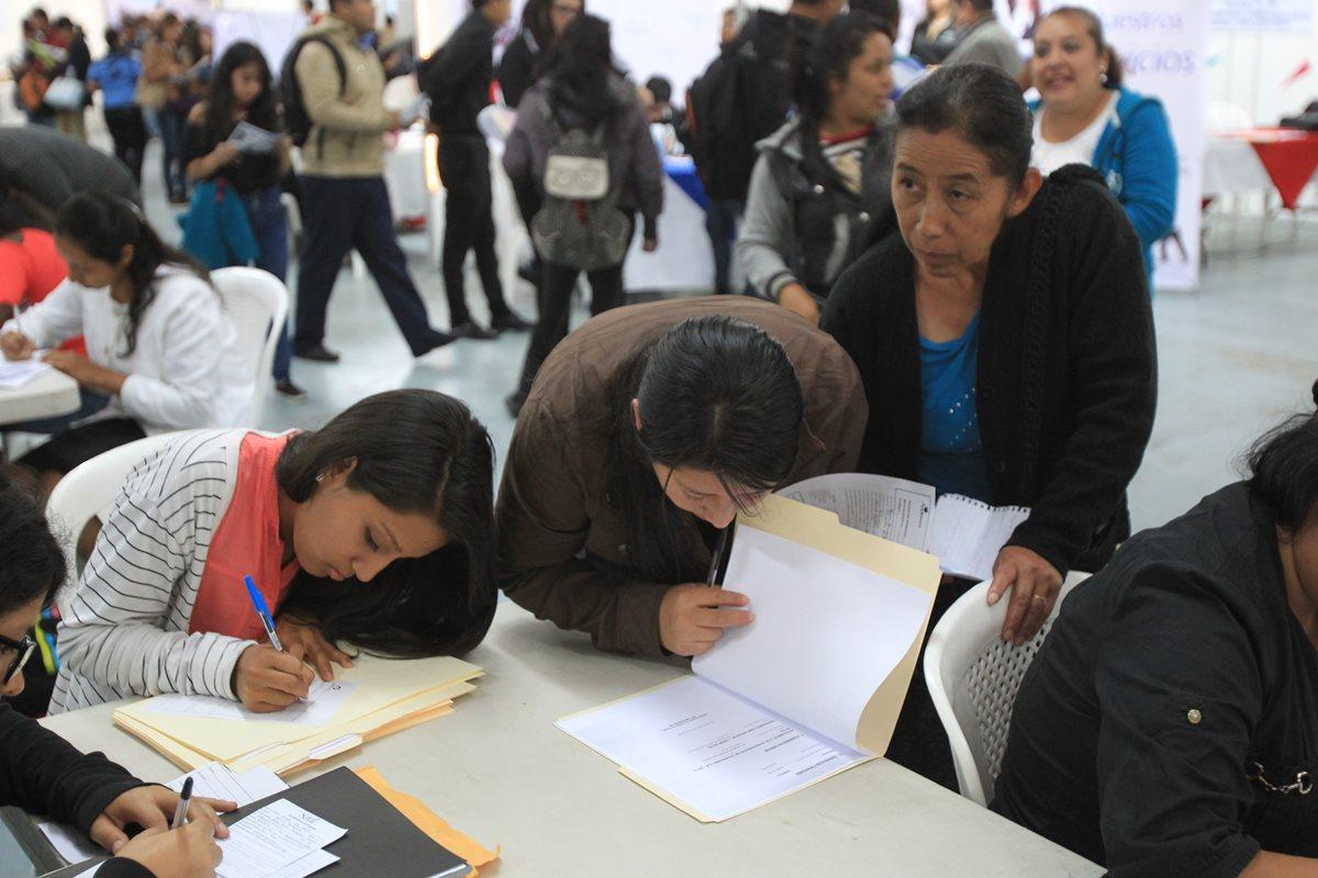 ¡Aliste su Currículum Vitae! Ferias de empleo ofrecerán 17 mil plazas