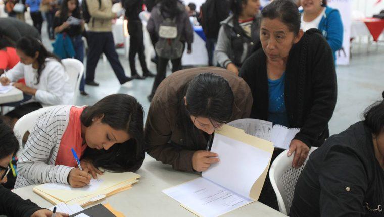 En enero se llevarán a cabo dos ferias del empleo donde miles buscarán una oportunidad laboral. (Foto Prensa Libre: Hemeroteca)