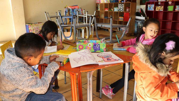 Los niños que abandonaron la escuela el año pasado sumen más de 200 mil. (Foto Prensa Libre: Hemeroteca PL)