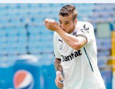 Emiliano López se caracterizó por su olfato goleador en la estancia en Comunicaciones. (Foto Prensa Libre: Hemeroteca PL)