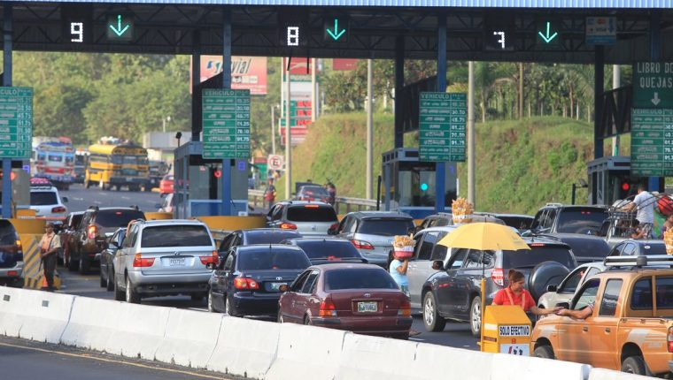 El nuevo tramo representaría un peaje a un costo de Q15. (Foto Prensa Libre: Hemeroteca)