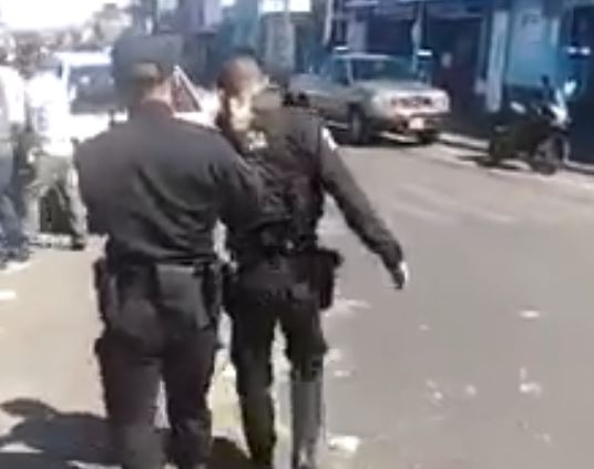 Vecinos grabaron a policías ebrios en La Florida, zona 19. (Foto: Facebook)