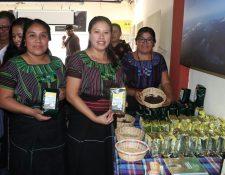 Integrantes de las distintas cooperativas de Atitlán hicieron la presentación oficial en Quetzaltenango para tener ese vinculo de corredor turístico regional. (Foto Prensa Libre: Raúl Juárez)