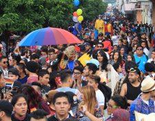 Miembros de la diversidad sexual de Guatemala participan en una manifestación para exigir trato igualitario y respeto a sus derechos, en junio de 2017. (Foto Prensa Libre: Hemeroteca PL).