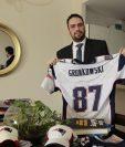 Phillip Chicola tiene colección de souvenires de los Patriots de Nueva Inglaterra. (Foto Prensa Libre: Eddy Recinos)