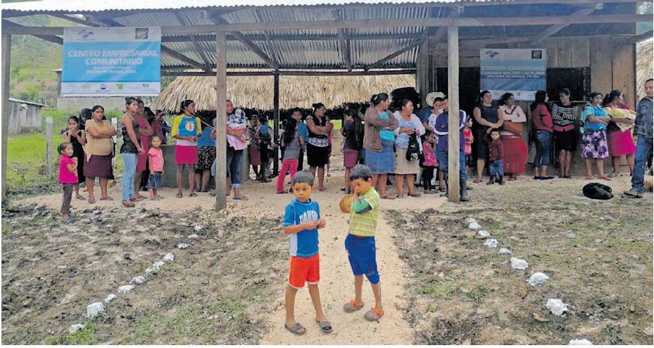 San José Las Flores es de las comunidades más cercanas a la línea de adyacencia, donde han pasado años de tensión con las fuerzas armadas beliceñas. (Foto Prensa Libre: Hemeroteca PL)