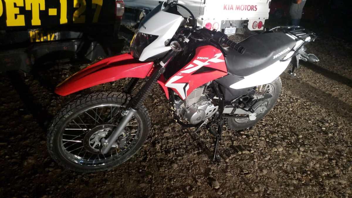 Capturan a tres presuntos integrantes de banda de roba motos en Petén