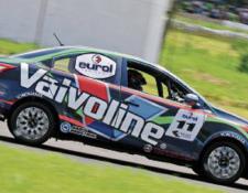 Adolfo Castillo fue el gran protagonista del Campeonato Nacional de automovilismo. (Foto Prensa Libre: cortesía Autódromo)