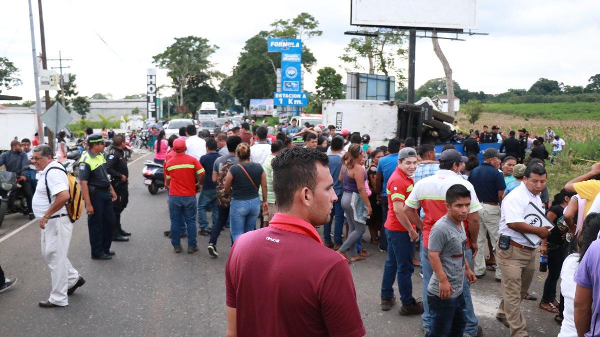 En el kilómetro 163 de la ruta suroccidente, en Suchitepéqeuz, se han registrado varios accidentes por falta de señalización. (Foto Prensa Libre: Cristian Icó Soto)
