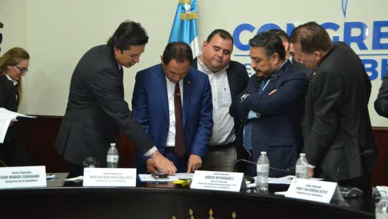 Los diputados firmaron una enmienda para trasladar más presupuesto a la Usac. (Foto Prensa Libre: José Castro)