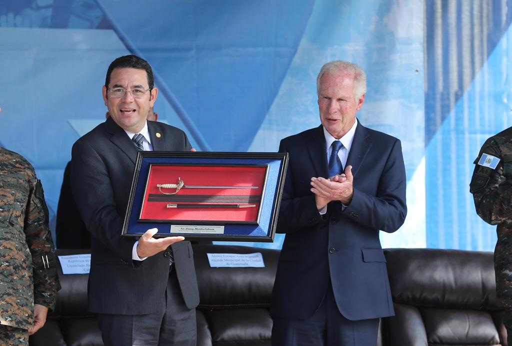 El alcalde Álvaro Arzú declaró el fin de semana pasado, que tendría que pasar por encima de las cabezas de los medios de comunicación negativos. (Foto Prensa Libre: Hemeroteca PL)