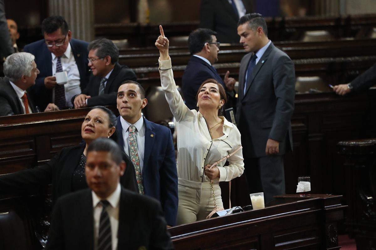 El pleno del Congreso deberá decidir si apoya un proyecto que beneficiaría a los diputados tránsfugas, con lo que podrían buscar su reelección. (Foto Prensa Libre: Esbin García)
