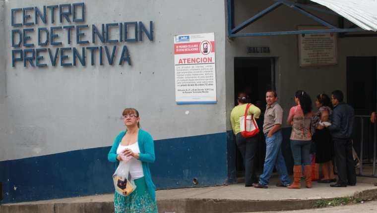 Dentro del Preventivo para hombres de la zona 18 fueron hallados muertos dos reos presuntos integrantes del barrio 18. (Foto Prensa Libre: Archivo)