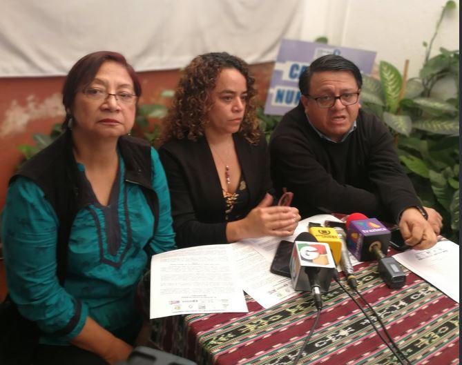 Representantes de organizaciones que integran la Convergencia por los Derechos Humanos rechazan las acciones de la PGN. (Foto Prensa Libre: Andrea Orozco)