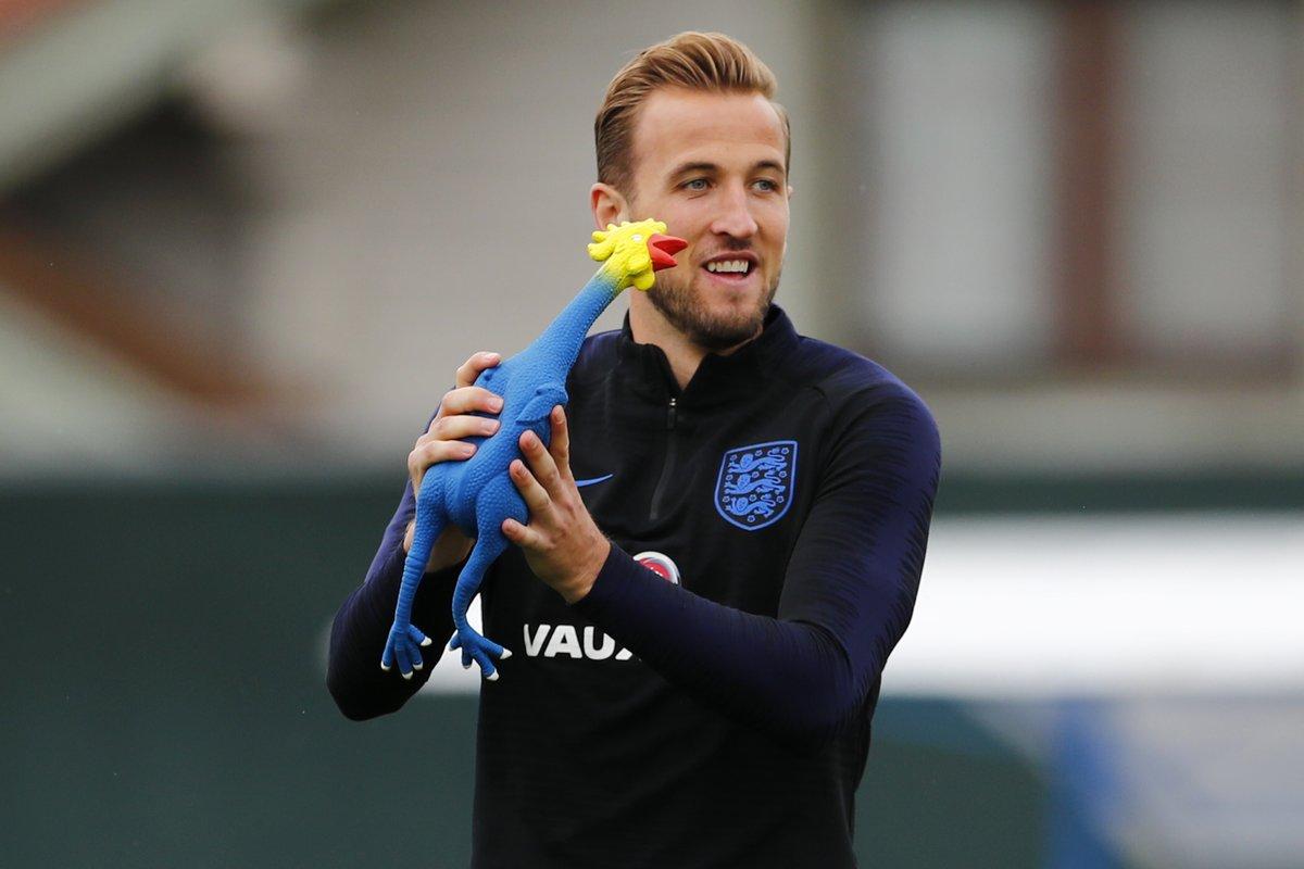 Harry Kane, delantero de la Selección de Inglaterra, durante el entrenamiento de este martes. (Foto Prensa Libre: Twitter @England)
