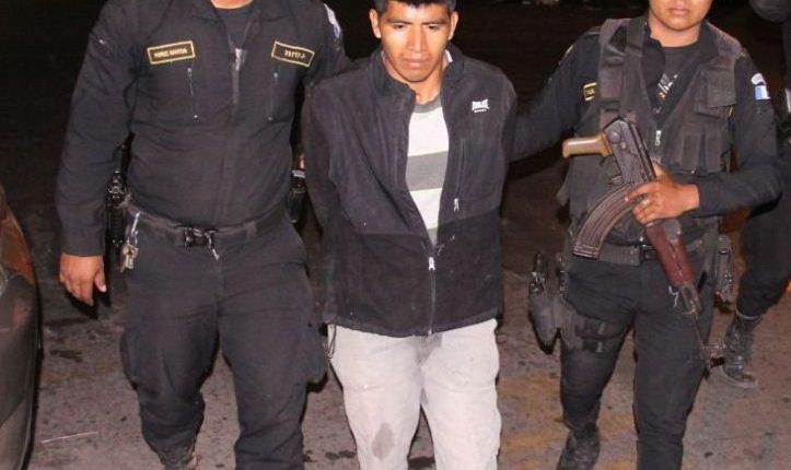 Juan Sut Algua, de 24 años, es sindicado de haber atacado con machete a una familia. (Foto Prensa Libre: PNC)