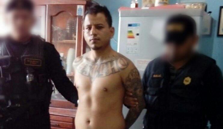 Mario Isaac Guzmán, alias el Necio y/o el Curioso, cuando fue capturado en abril de 2017. (Foto Prensa Libre: PNC).
