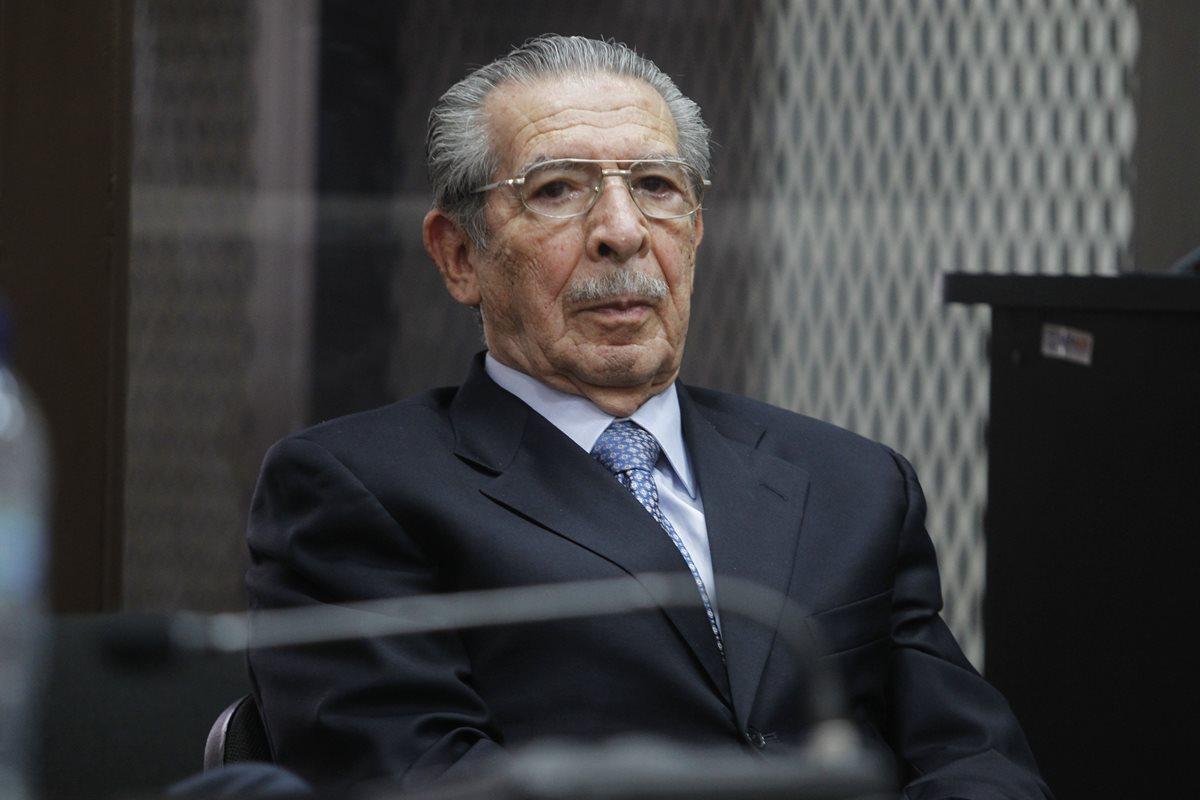 Ordenan extinguir persecución penal contra Ríos Montt