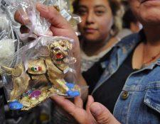 Los amuletos alusivos de Frida los han comenzado a vender en el Mercado de Sonora, México. (Foto Prensa Libre: El Sol de Hidalgo)