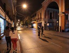 La Municipalidad de Guatemala autorizó el funcionamiento de 30 discotecas en el Centro Histórico pero calcula que unas 10 operan sin permiso. (Foto Prensa Libre: Alvaro Interiano)