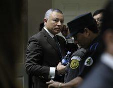 Salvador González, alias Eco, frente al juez Ángel Gálvez. (Foto Prensa Libre: Carlos Hernández)