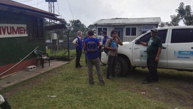 Un equipo de científicos europeos visita instalaciones de monitoreo que tiene el Insivumeh en diferentes puntos del Volcán de Fuego. (Foto Prensa Libre: Enrique Paredes)
