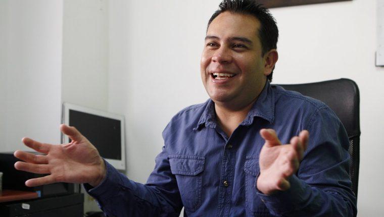 John Byron Osorio ha conseguido preparar en su empresa Ensaladas de la Huerta más de 24.000 unidades al mes con una apuesta por disminuir eslabones en la cadena productiva al comprar directamente los alimentos a los campesinos. (Foto Prensa Libre: EFE)