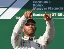 El piloto británico Lewis Hamilton gana tranquilamente el Gran Premio de Hungría. (Foto Prensa Libre: EFE)