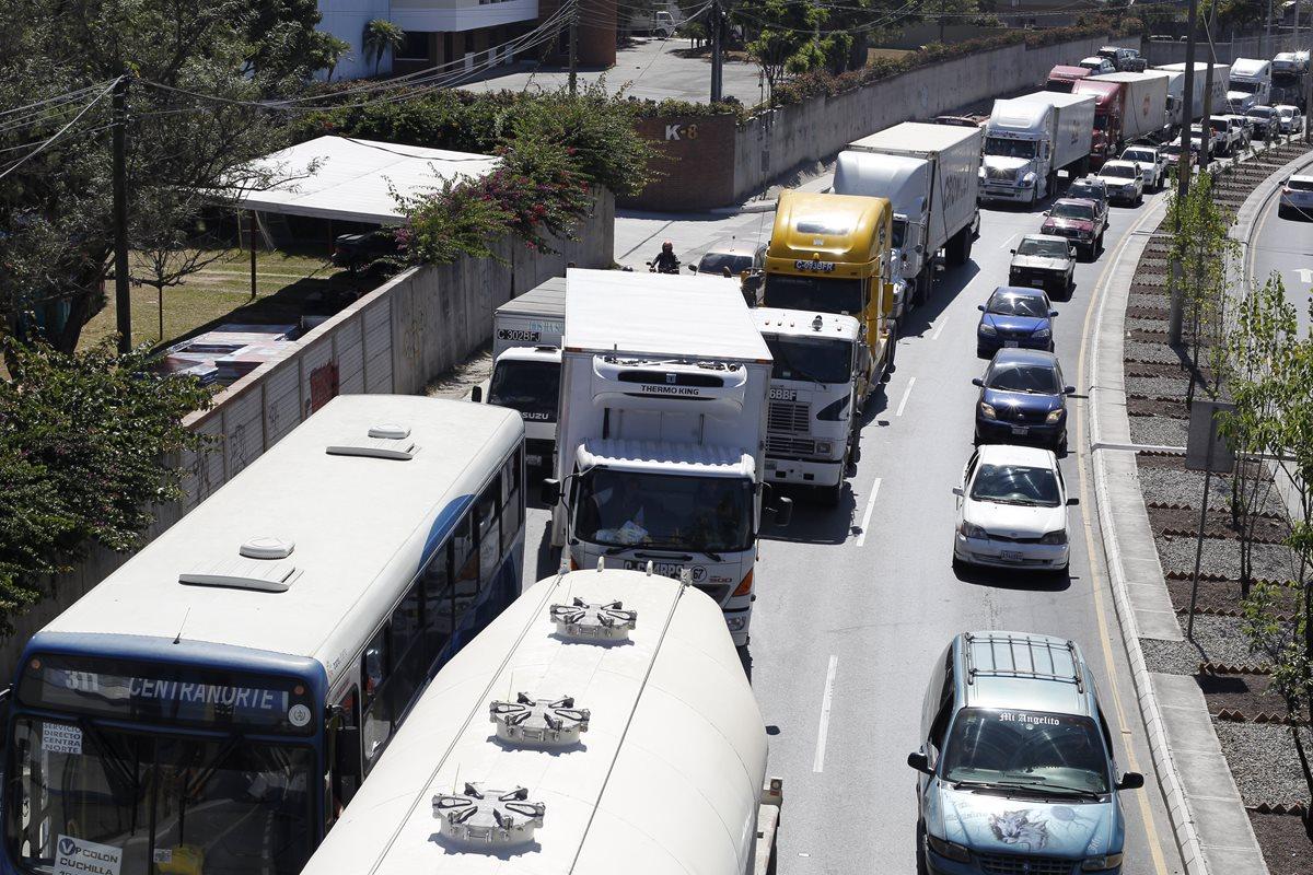 ¿Cuánto aumentó el parque vehicular en el 2015?