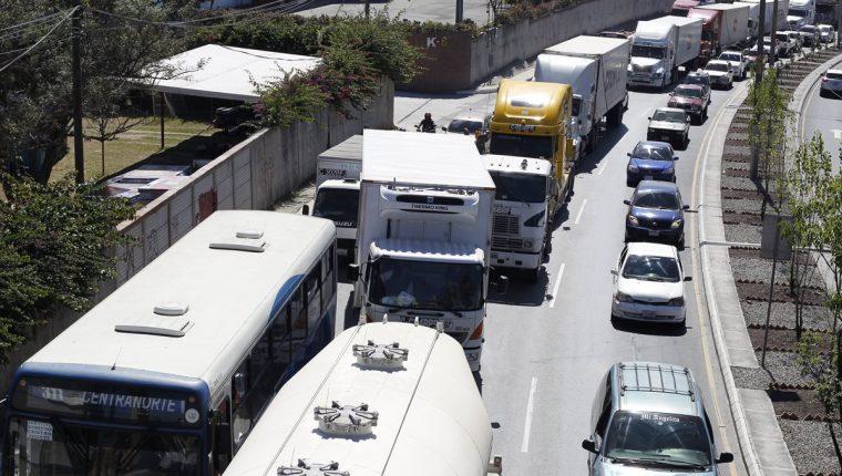 Más vehículos se suman al parque vehicular. (Foto Prensa Libre: Hemeroteca PL)