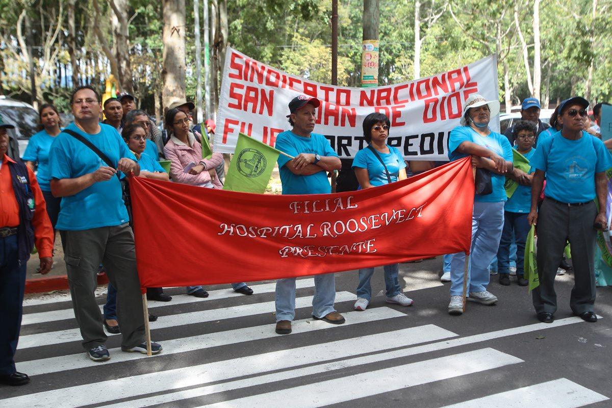 """Salud pagará bono de Q3 mil por """"trabajo decente"""""""