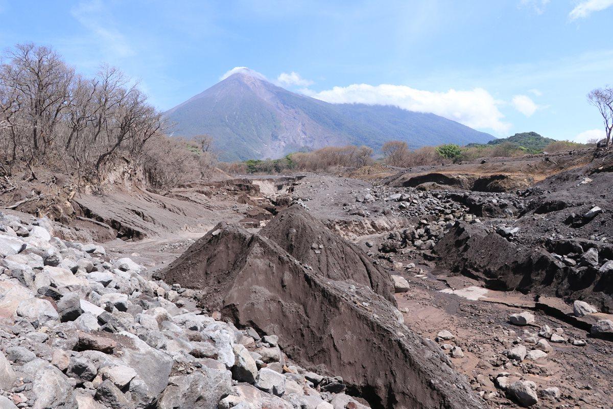 Descenso de lahares por barrancas aledañas al Volcán de Fuego podría incrementarse