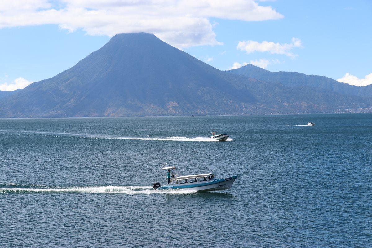 Debido a los cinco fines de semana largos por feriados en Guatemala en el 2019 el Inguat espera un aumento en el turismo interno. Uno de los destinos más visitados será la Cuenca del Lago de Atitlán. (Foto Prensa Libre: Hemeroteca)