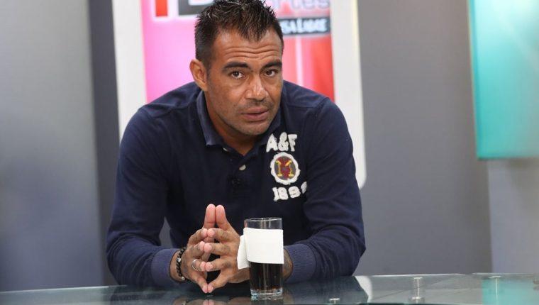 Paulo César Motta no permitió que el balón ingresara a su arco ayer en el duelo frente a Antigua GFC. (Foto Prensa Libre: Francisco Sánchez)