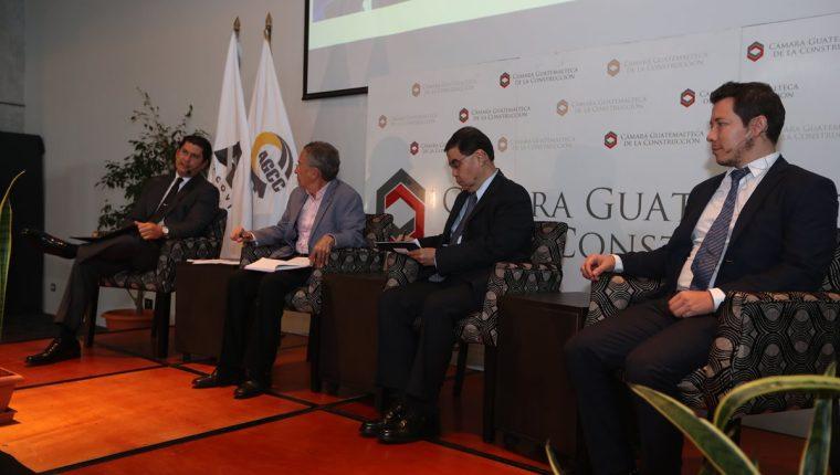 Los escenarios políticos y económicos fueron abordados en un foro que realizó la Cámara Guatemalteca de la Construcción, donde se confirmó que el sector esta en una recuperación para este año. (Foto Prensa Libre: Óscar Rivas Pú)