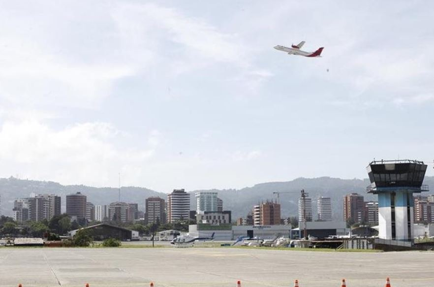 Aeropuerto La Aurora recibe nueva calificación y mantiene categoría internacional