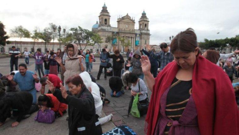 Iglesias y grupos de vecinos han hecho concentraciones y caminatas por la paz y el cese de la violencia. (Foto Prensa Libre: Hemeroteca PL)