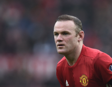 El delantero inglés Wayne Rooney es un jugador que ayuda mucho a los más necesitados. (Foto Prensa Libre: AFP)